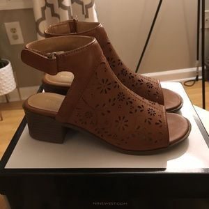 """Brand new """"Nine West"""" girls shoes size 3 youth"""